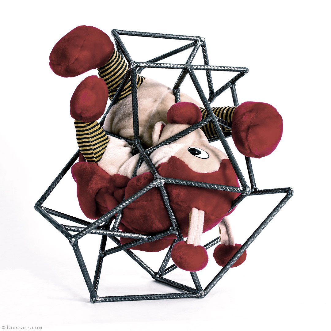 Houdini: Stuffed toy as an escape artist, caught in a steel structure; work of art as figurative sculpture; artist Roland Faesser, sculptor and painter 2008