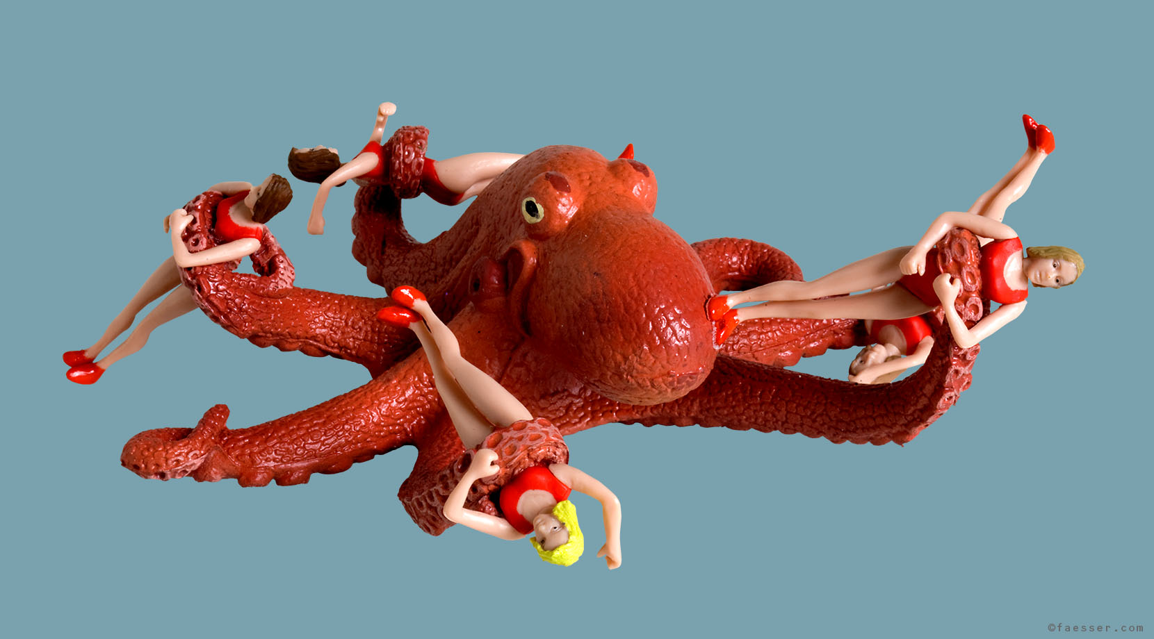 Octopussy: Five female swimmers caught in the tentacles of an octopus; work of art as figurative sculpture; artist Roland Faesser, sculptor and painter 2008